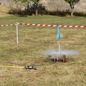 Lancement d'une fusée à eau lors de la nuit des étoiles en 2017 à la colline de Sion