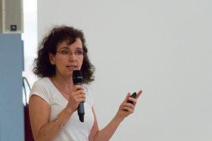Sylvia Pardi présente une conférence lors de la nuit des étoiles 2017 à la colline de Sion