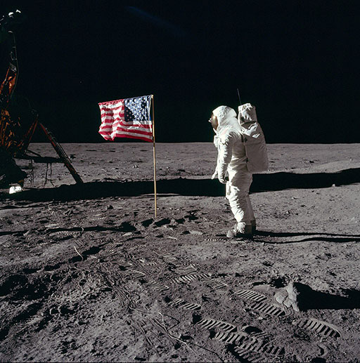Apollo11 - Aldrin devant le drapeau américain